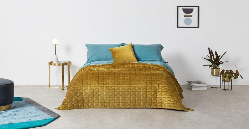 Julius bedspread gold