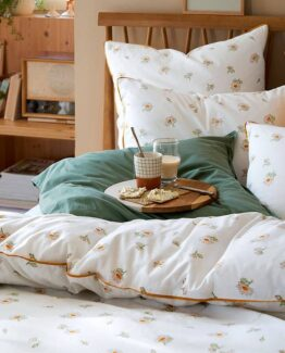 Quilda Oak Bed